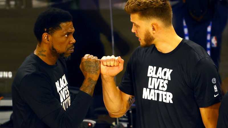 NBA: Miami Heat's Meyers Leonard chooses to stand during anthem, explains why