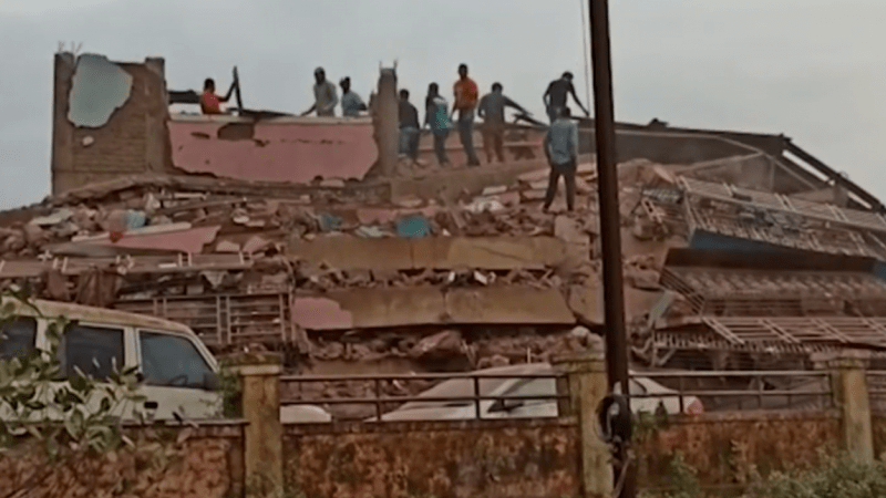 Rescuers find 60 survivors after building collapse in India [VIDEO]