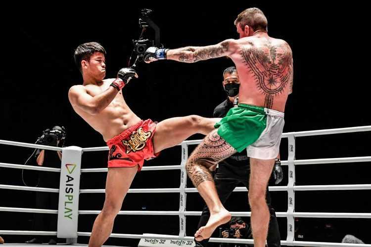 Pongsiri PK.Saenchai Muaythaigym VS Sean Clancy (ONE Championship)