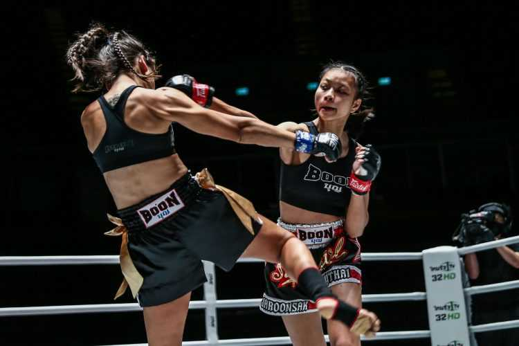 Supergirl Jaroonsak Muaythai VS Milagros Lopez (ONE Championship photo)