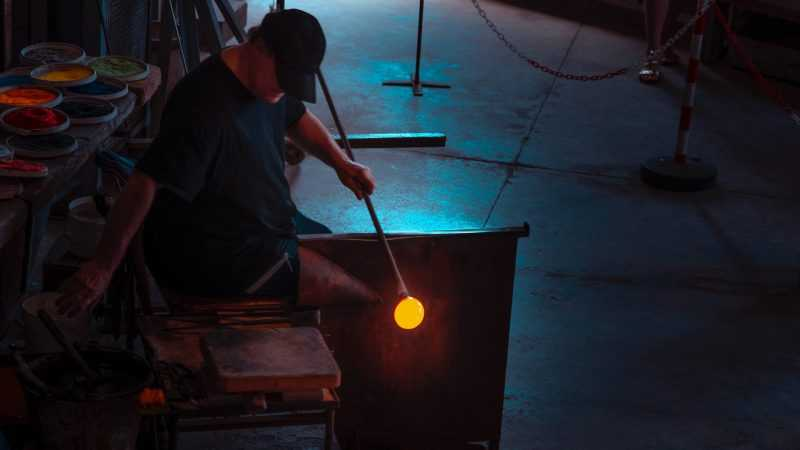 In Damascus, rare glass blowers seek to keep craft alive