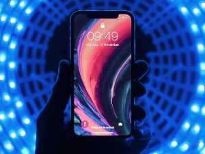 iPhone, 5G [Photo by Youssef Sarhan on Unsplash]