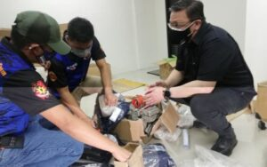 FAKE PARCELS. Operatives from the city government of Manila discover parcels containing stones, instead of phones, carefully wrapped and ready for shipping during a surprise inspection of the online selling depot in Paco on Wednesday (Sept. 29, 2021). Charges are being readied against the owners of the warehouse Apollo Electronic Accessories. (Photo courtesy of BPLO)